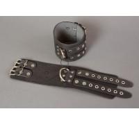 Широкие черные кожаные наручники без подкладки