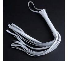 Белая кожаная плеть с 22 хвостами - 40 см.